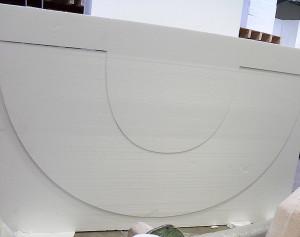 Der Buchstabe wird aus dem Styropor mit Heißdraht geschnitten