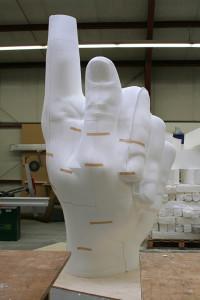 Finger aus großformatigen STYROPOR- Blöcken