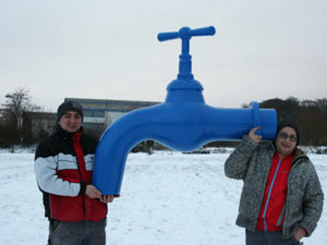 Riesiger Wasserhahn