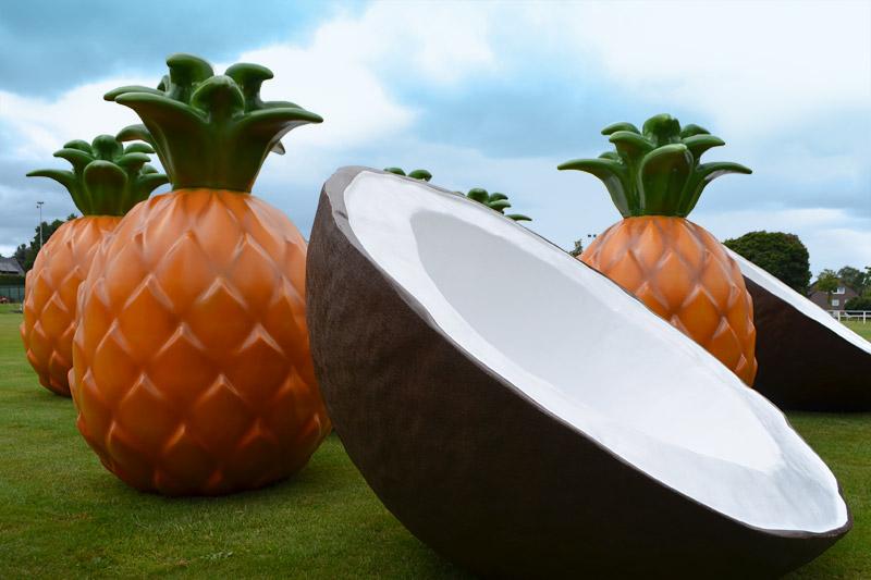 Kunststoff Kokosnuss und Ananas