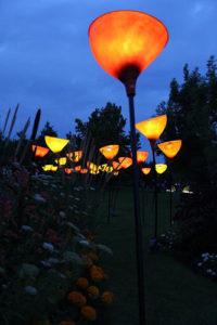 Leuchtende XXL Gartenobjekte