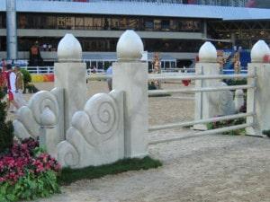Reithindernisse mit steinähnlicher Oberfläche