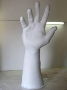 Lackierte Riesenhand