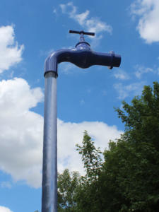Schwebender Wasserhahn aus GFK