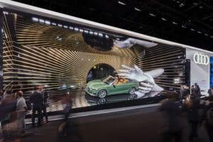 Riesenhände - Audi Messestand