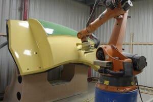 KUKA- Roboter für den Beschnitt von seriellen GFK-Bauteilen
